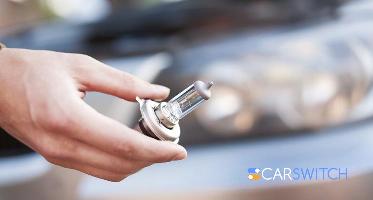 Dubai'ans Learn How to Change the Light Bulb On Your Car's Headlight
